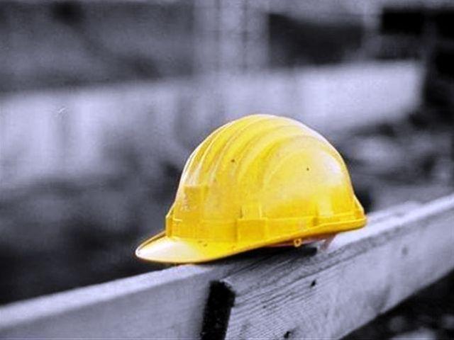incidente-sul-lavoro-elmetto
