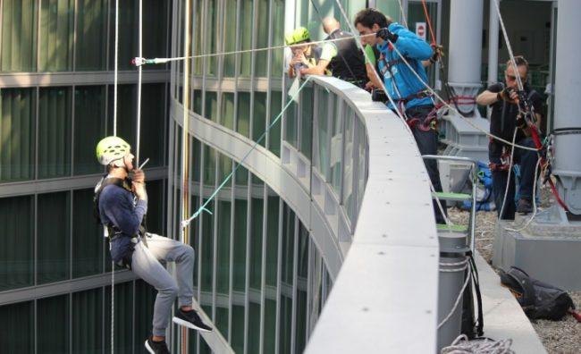 arrampicata-pirellone-palazzo-lombardia